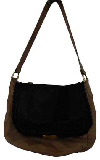 Preload https://img-static.tradesy.com/item/17242939/be-and-d-purse-tan-and-black-leather-shoulder-bag-0-1-540-540.jpg