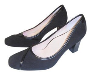 Taryn Rose Designer Leather Sole black Pumps