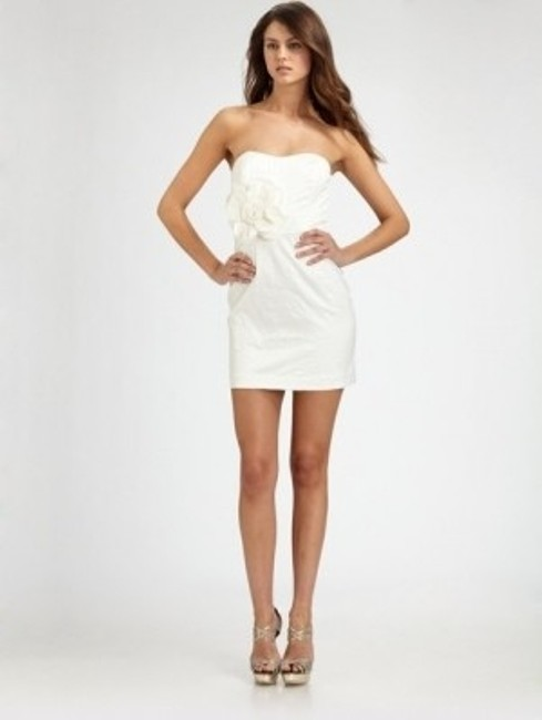 Preload https://item1.tradesy.com/images/mark-and-james-by-badgley-mischka-white-mini-cocktail-dress-size-4-s-172500-0-0.jpg?width=400&height=650