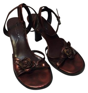 Kenneth Cole Reaction Shiney Burgundy Sandals