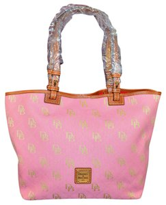 Dooney & Bourke & East/west Signature Tote in Dusty Pink