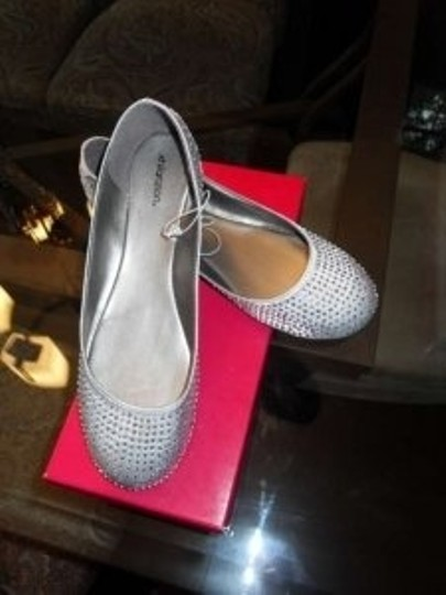 Preload https://item1.tradesy.com/images/silver-with-silver-beading-cute-flats-perfect-for-the-reception-formal-size-us-8-172680-0-0.jpg?width=440&height=440