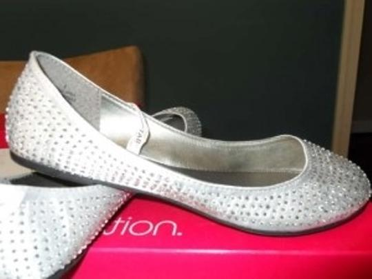 Silver with Silver Beading Cute Flats Perfect For The Reception Formal Size US 8
