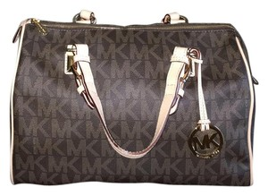 23cd7710053 Michael Kors Signature Tote on Sale - Up to 70% off at Tradesy