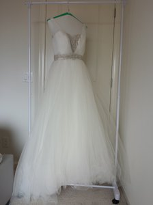 Casablanca White Tulle Over Layers Of Soft Organza Tulle Over Silky Satin Bodice Style 2091 Formal Wedding Dress Size 4 (S)