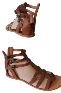 Maurices Gladiator Buckle Size 10 brown Sandals