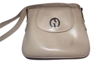 Gucci Extra Large Size Or Tote Great Summer 1960's Mod Style Expandable Style Satchel in ivory leather