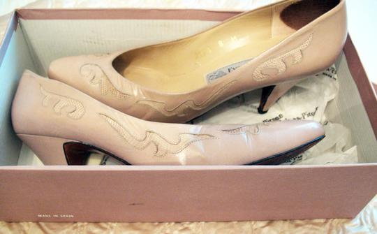 Evan Picone Leather Embroidered Clay Pumps