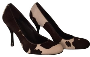 BCBGMAXAZRIA Brown and White Pumps
