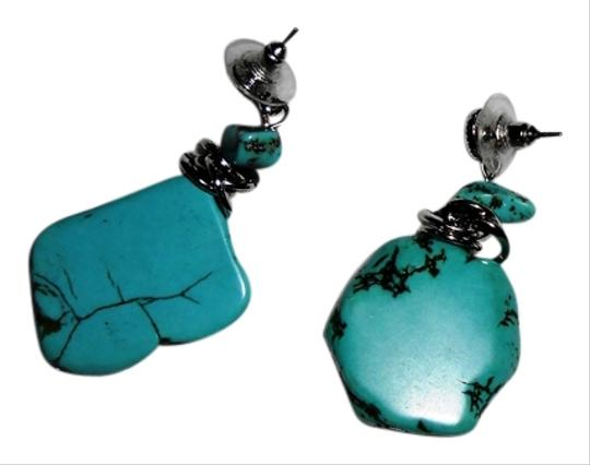 Preload https://item1.tradesy.com/images/turquoise-earrings-1727880-0-0.jpg?width=440&height=440