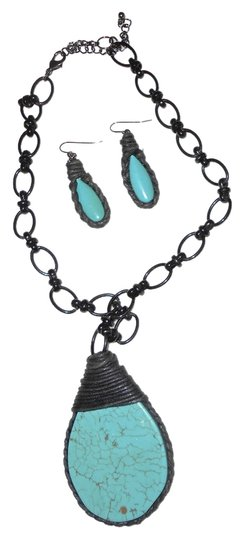 Preload https://item4.tradesy.com/images/turquoise-turquoiseblack-statement-with-matching-earrings-necklace-1728028-0-0.jpg?width=440&height=440