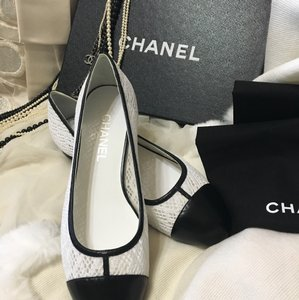 Chanel White Leather Lace Black/White Flats