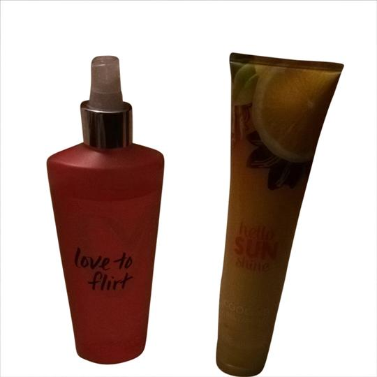 Preload https://item1.tradesy.com/images/victoria-s-secret-yellow-and-orange-spray-and-bath-body-lotion-fragrance-1728545-0-0.jpg?width=440&height=440