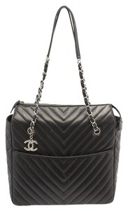 Chanel Surpique Chevron Quilted Lambskin Leather Tote in Black