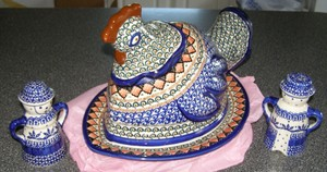 Blue Unikat Boleslawiec Pottery Polish Covered Casserole Hen Dish / Unikat Polish Salt And Pepper Shakers