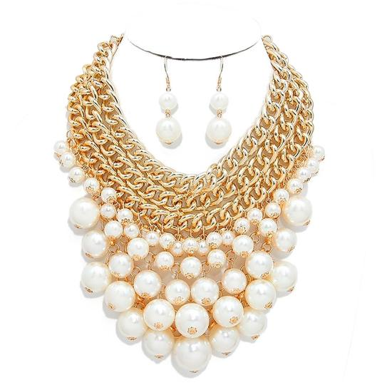 Preload https://img-static.tradesy.com/item/17289226/cream-gold-lots-of-pearls-cluster-chain-and-earrings-necklace-0-1-540-540.jpg