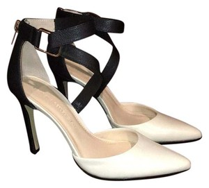 Banana Republic Cream/Black Pumps