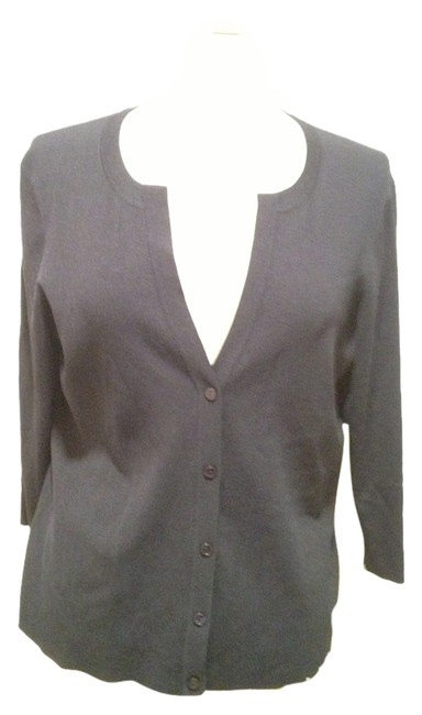 Preload https://img-static.tradesy.com/item/1729127/talbots-navy-v-neck-button-large-cardigan-size-12-l-0-0-650-650.jpg