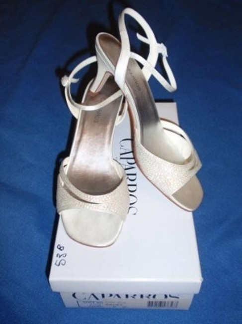 Item - Ivory 'kacey' In Sandals Size US 8