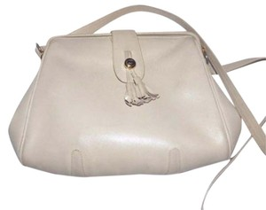 Gucci Extra Large Size Great Summer 1960's Mod Style Hinged Opening Satchel in ivory leather