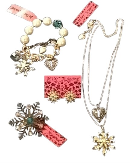 Betsey Johnson 4 Pc Set Betsey Johnson Snowflake
