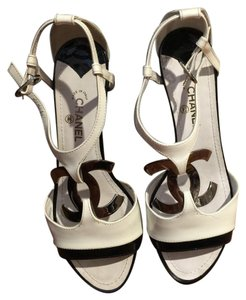 Chanel White ans black Wedges