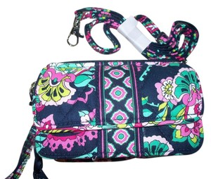 Vera Bradley NWT Petal Paisley Vera Bradley All in One Cross Body Wallet Hipster