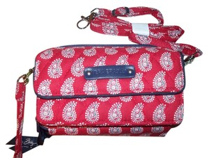 Vera Bradley NWT Petite Red Bandana Paisley Vera Bradley All in One Cross Body Wallet Hipster