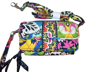 Vera Bradley NWT Rio Vera Bradley All in One Cross Body Wallet Hipster