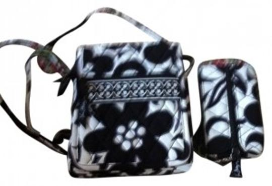 Preload https://item5.tradesy.com/images/vera-bradley-mini-hipster-black-and-white-night-day-cross-body-bag-17304-0-0.jpg?width=440&height=440
