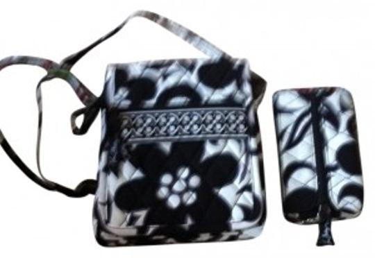 Preload https://item1.tradesy.com/images/vera-bradley-coin-key-black-and-white-night-and-day-wristlet-17305-0-0.jpg?width=440&height=440