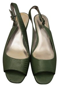 Banana Republic Leaf Green Wedges