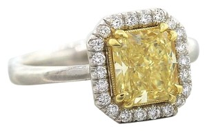 Immaculate Ladies Platinum 2.25ct Canary Yellow VVS1 Diamond Engagement Ring