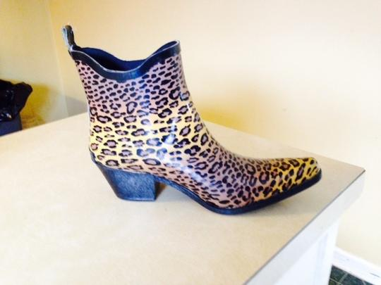 Preload https://item2.tradesy.com/images/corkys-gold-brown-and-black-cheetah-style-rubber-rain-bootsbooties-size-us-7-regular-m-b-1732566-0-0.jpg?width=440&height=440