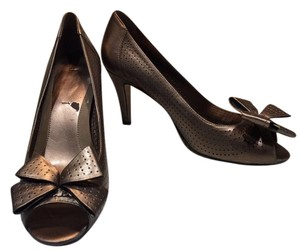 Bandolino Coppery Gold Leather Pumps