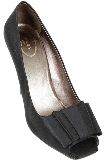 Preload https://img-static.tradesy.com/item/1732743/prada-black-satin-bow-detail-peep-pumps-size-us-95-regular-m-b-0-0-540-540.jpg
