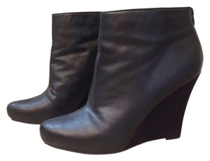 R2 Black With Suede Heel Boots