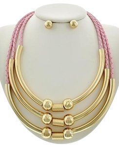 Other pink necklace set