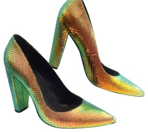Freelance Bronze/green multi Pumps