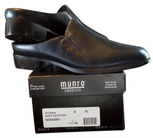 Munroe American Leather Never Worn Navy Mules