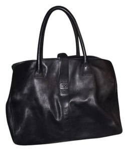 Chanel Classic Chic Tote in Black