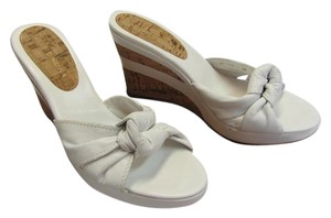 Antonio Melani Size 7.00 M Leather Very Good Condition White, Neutral, Wedges