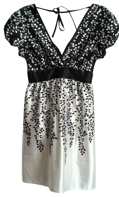 Preload https://item2.tradesy.com/images/guess-black-and-white-above-knee-cocktail-dress-size-6-s-17356-0-0.jpg?width=400&height=650