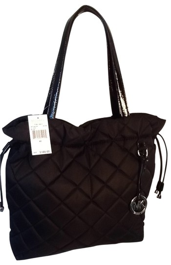 Preload https://img-static.tradesy.com/item/17364/michael-kors-black-tote-0-0-540-540.jpg