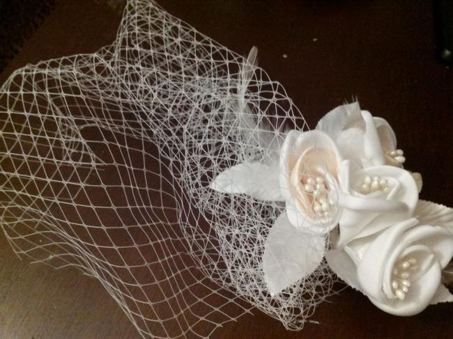 Item - Champagne and Ivory Birdcage Flowers Bridal Veil