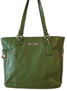 Coach Supple Leather Mint Condition Tote in Apple Green