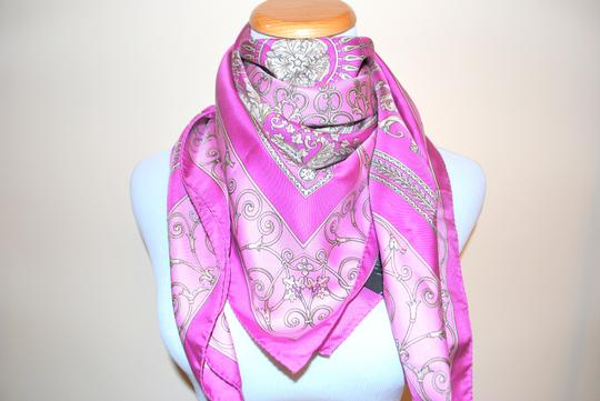Versace $480 NWT AUTHENTIC VERSACE PINK PURPLE SILK ITALY SQUARE MULTICOLOR SCARF