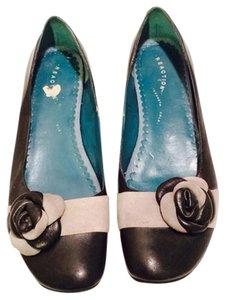Kenneth Cole Shoes With Flowers Flats