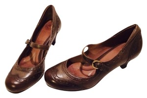 Nuture Vintage-inspired Brown Pumps