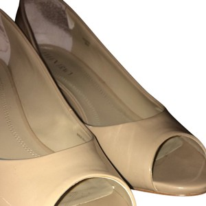 Ellen Tracy True Camel Pumps